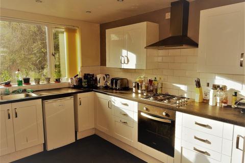 6 bedroom house to rent - Moor Park Drive