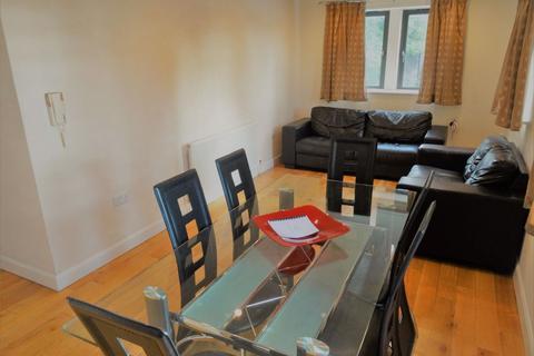 5 bedroom flat to rent - Carmine House