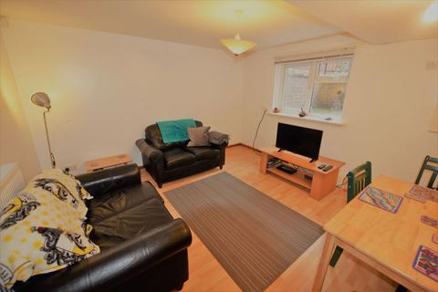 3 bedroom flat to rent - Brudenell Mount