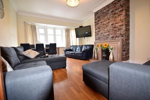 6 bedroom flat to rent - Otley Road