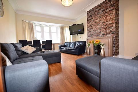 6 bedroom flat to rent - Otley Road