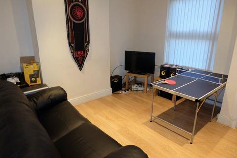 2 bedroom house to rent - Burley Lodge Terrace