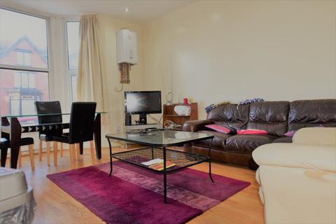 3 bedroom flat to rent - Cardigan Road