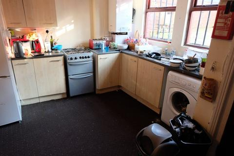 3 bedroom house to rent - Wrangthorne Avenue