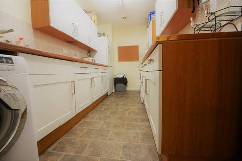 9 bedroom flat to rent - Hollybank