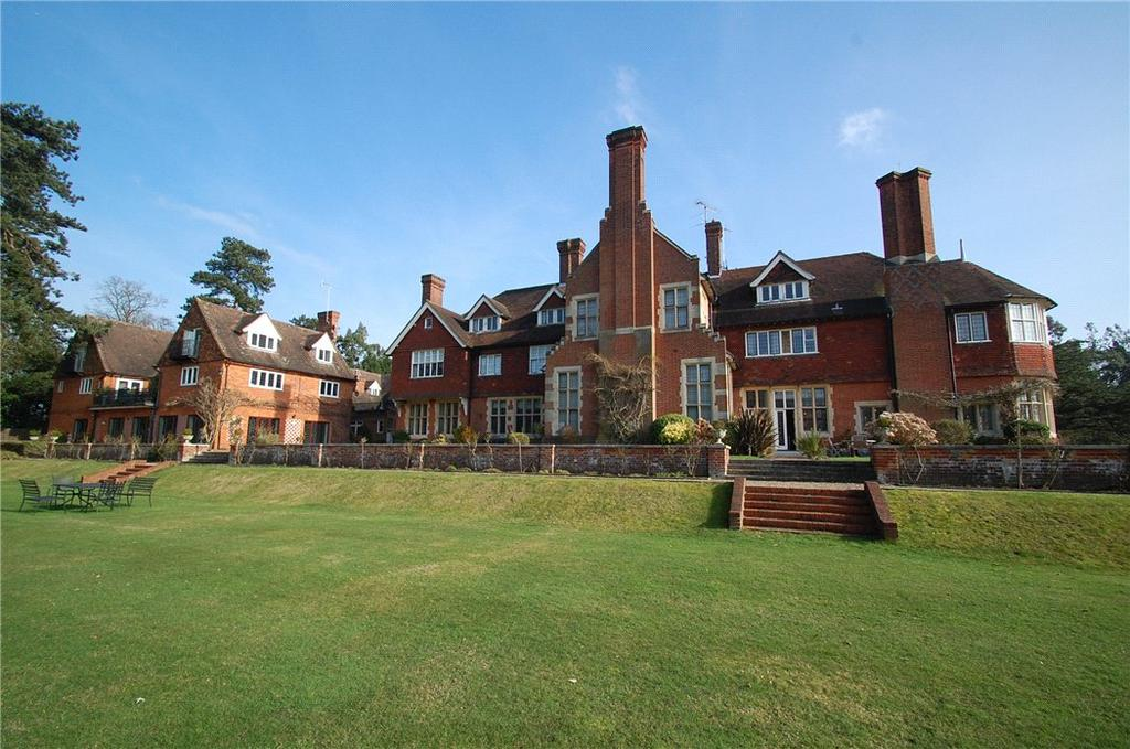 2 Bedrooms Flat for sale in Framewood Manor, Framewood Road, Fulmer, Buckinghamshire, SL2
