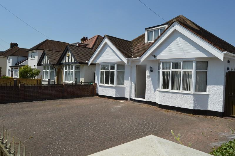 5 Bedrooms Bungalow for sale in Sutton Lane, Slough, Berkshire. SL3 7AP