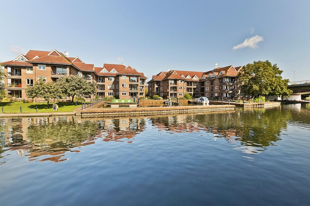 3 Bedrooms Flat for rent in Eights Marina, Mariners Way, Cambridge, CB4