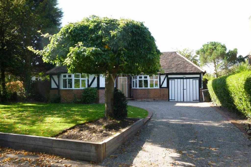 3 Bedrooms Detached Bungalow for sale in Clifton Road, Tettenhall, Wolverhampton