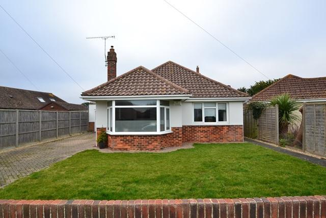 2 Bedrooms Detached Bungalow for sale in Somerset Road, Ferring, West Sussex, BN12 5QA