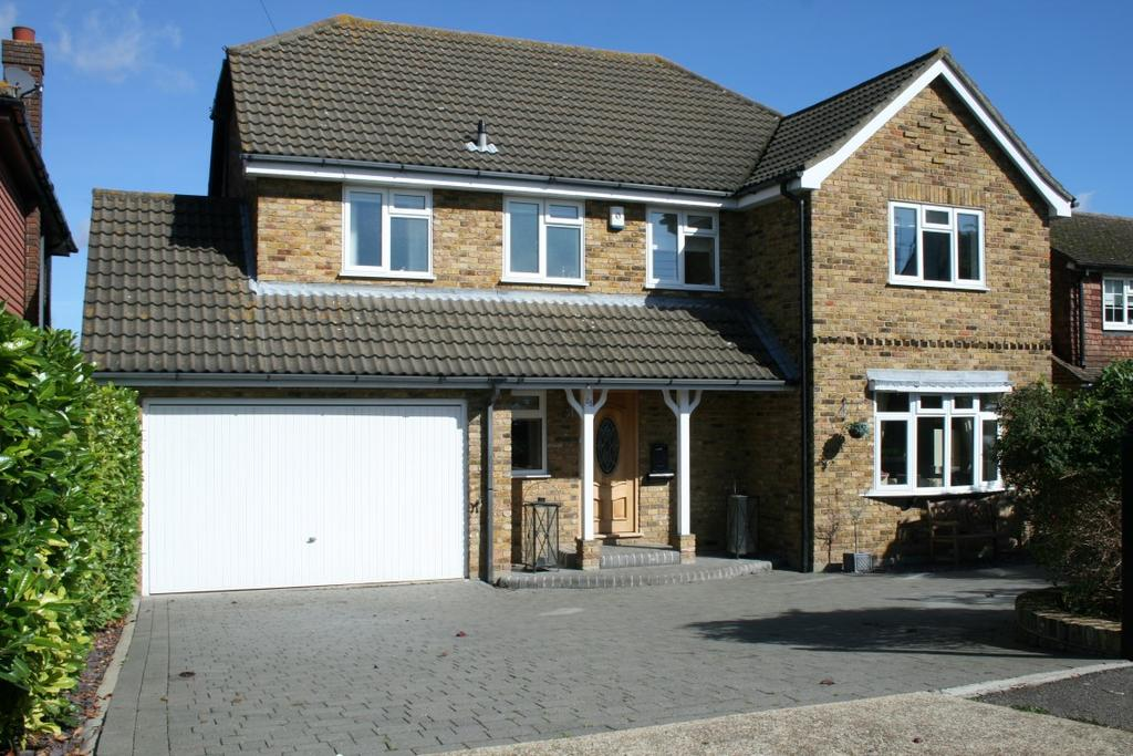 5 Bedrooms Detached House for sale in St Marys Road, Benfleet