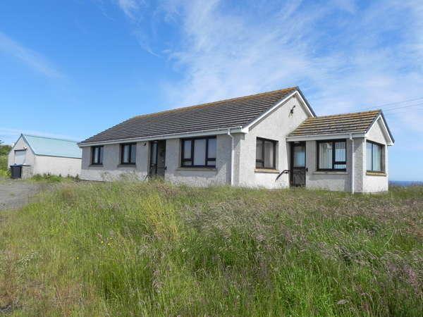 4 Bedrooms Detached Bungalow for sale in Lochside, Sarclet, Thrumster, Wick, KW1 5TU