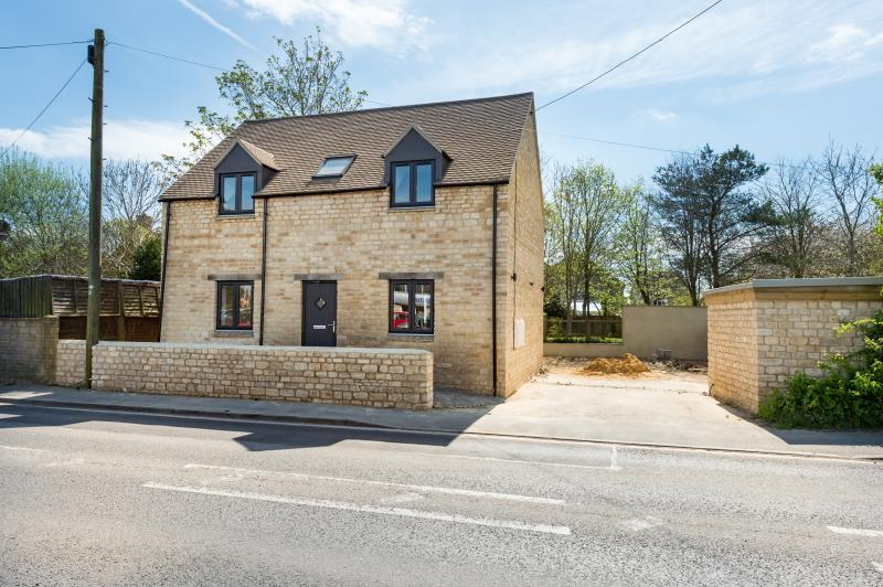2 Bedrooms Detached House for sale in Paxton Cottage, Witney Road, Long Hanborough, Witney, Oxfordshire