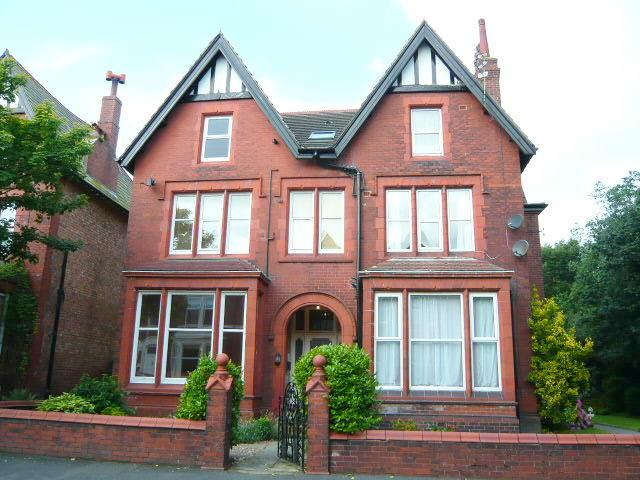 2 Bedrooms Flat for sale in Cecil Street, Lytham, FY8
