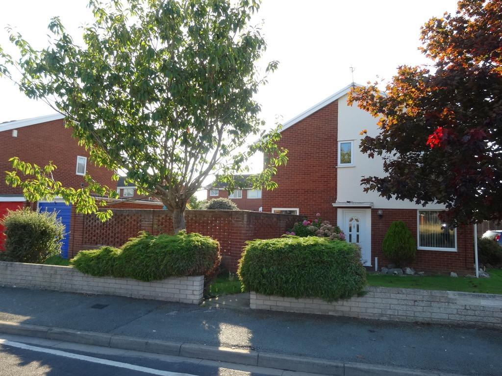 3 Bedrooms Semi Detached House for sale in Llys Brenig, Rhyl