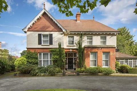 8 bedroom house  - 11 Shrewsbury Road, Ballsbridge, Dublin  4, County Dublin