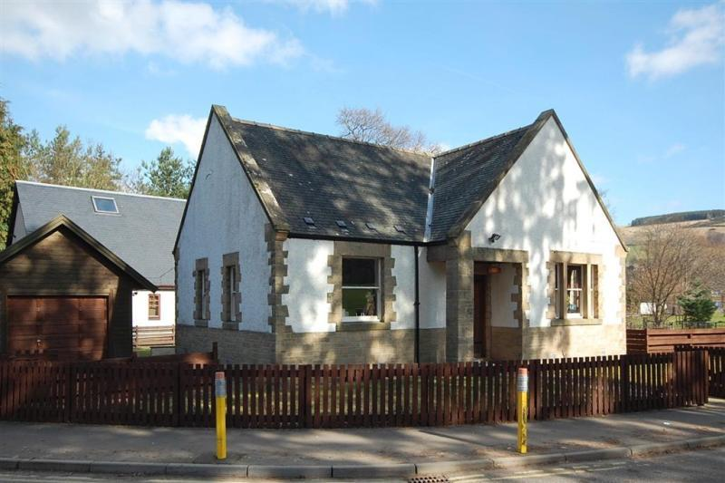 4 Bedrooms Detached House for sale in North Lodge, Livingstone Place, Galashiels, Scottish Borders, TD1