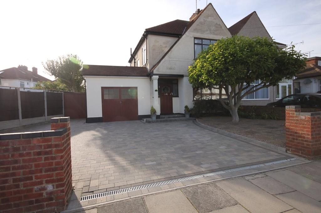 3 Bedrooms Semi Detached House for sale in Keith Way, Southend-on-Sea