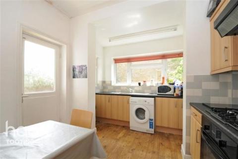 4 bedroom detached house to rent - Trevelyan Road , SW17