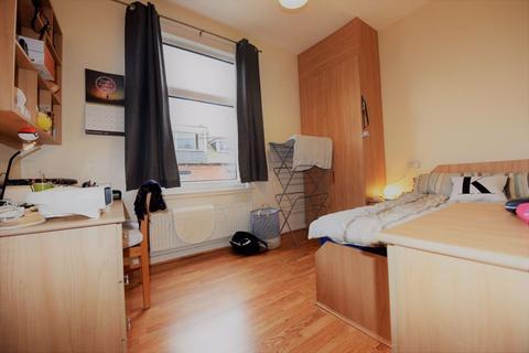 5 bedroom house to rent - Burley Lodge Terrace