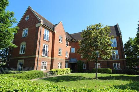 2 bedroom flat to rent - Masters Court, Academy Fields Road, Romford, Essex