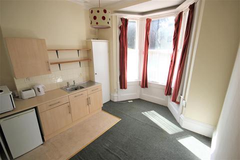Studio to rent - Wellington Road, Brighton