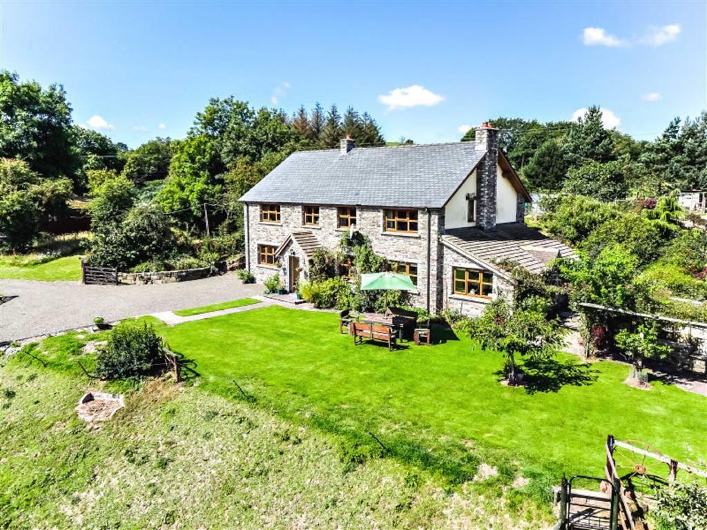 4 Bedrooms Detached House for sale in Clyro, Clyro, Herefordshire