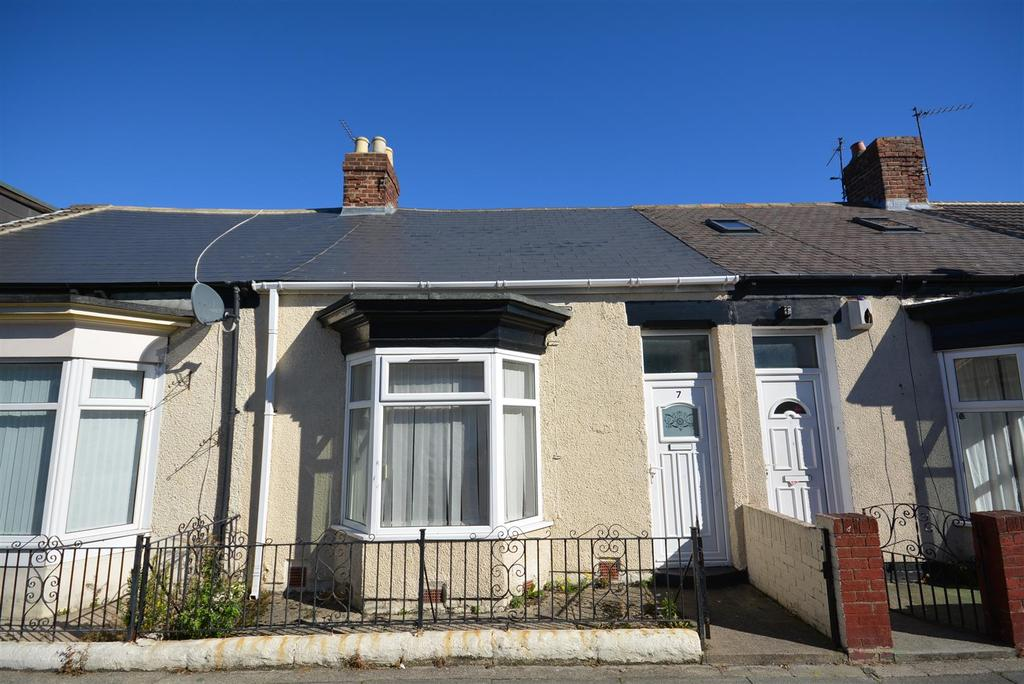 2 Bedrooms Cottage House for sale in Cairo Street, Hendon, Sunderland