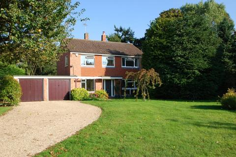 4 bedroom detached house to rent - Cheveley Gardens, Burnham, SL1