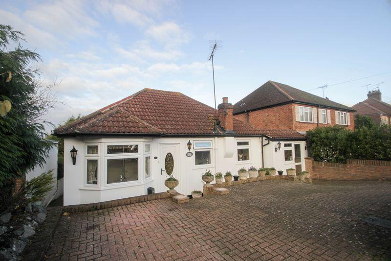 3 Bedrooms Detached Bungalow for sale in Langley Vale