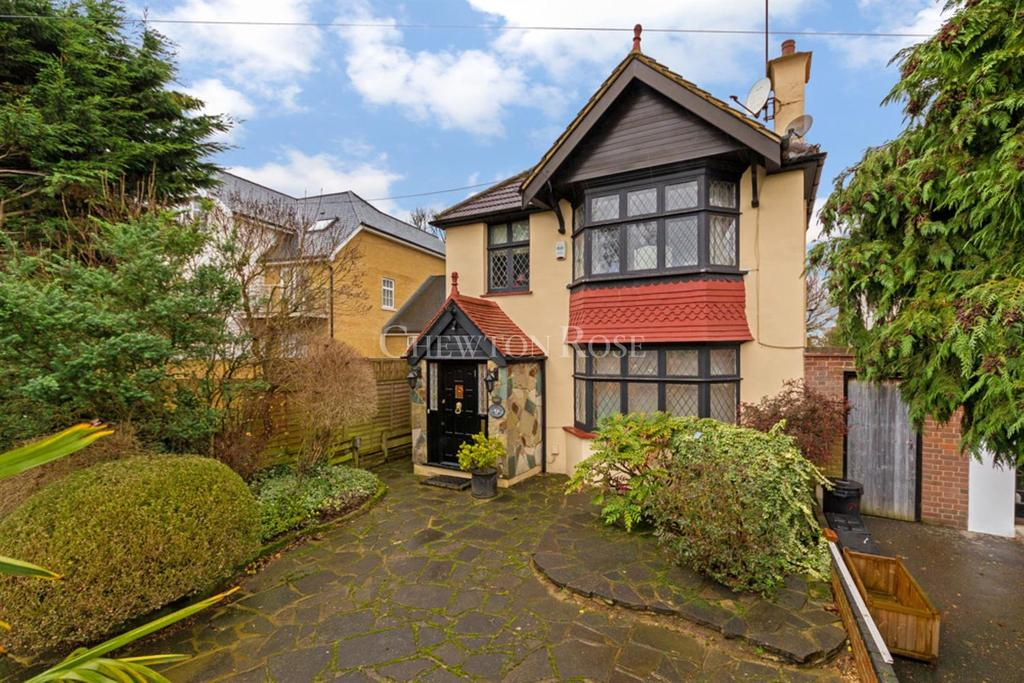 4 Bedrooms Detached House for sale in WOODFORD GREEN