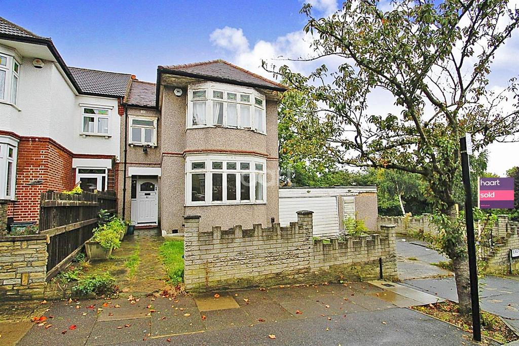 3 Bedrooms Semi Detached House for sale in Exeter Gardens, Ilford, Essex