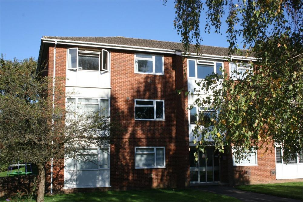 2 Bedrooms Apartment Flat for sale in Weydon Lane, Farnham, Surrey