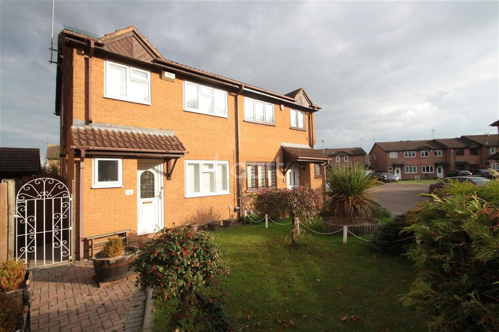 3 Bedrooms Semi Detached House for rent in Mees Close, Luton