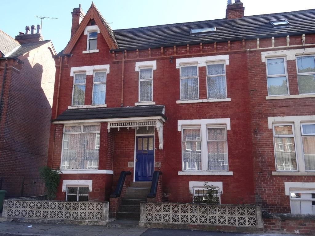 4 Bedrooms Semi Detached House for sale in Brookfield Avenue, Leeds