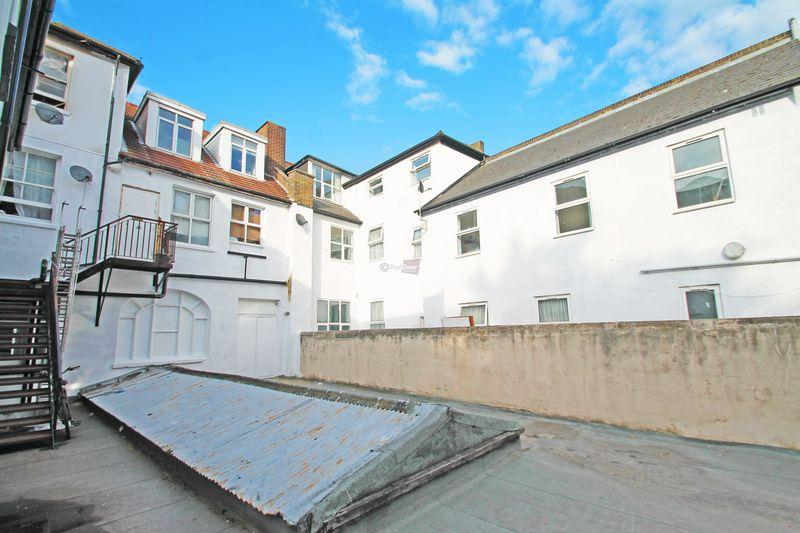 1 Bedroom Apartment Flat for sale in Manor Mews, Chatham