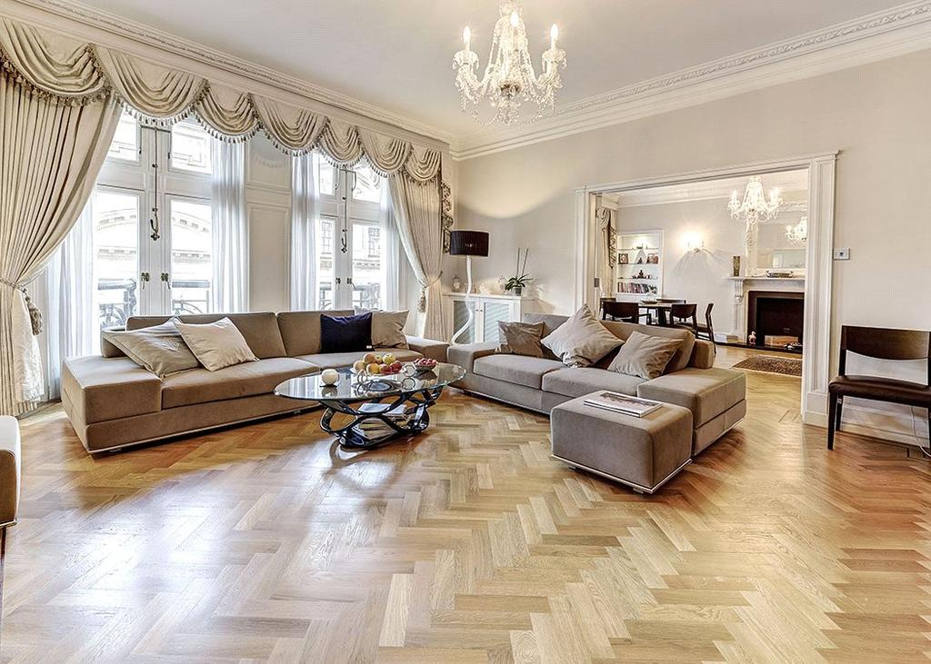 3 Bedrooms Flat for sale in Whitehall Court, St James's, London, SW1A
