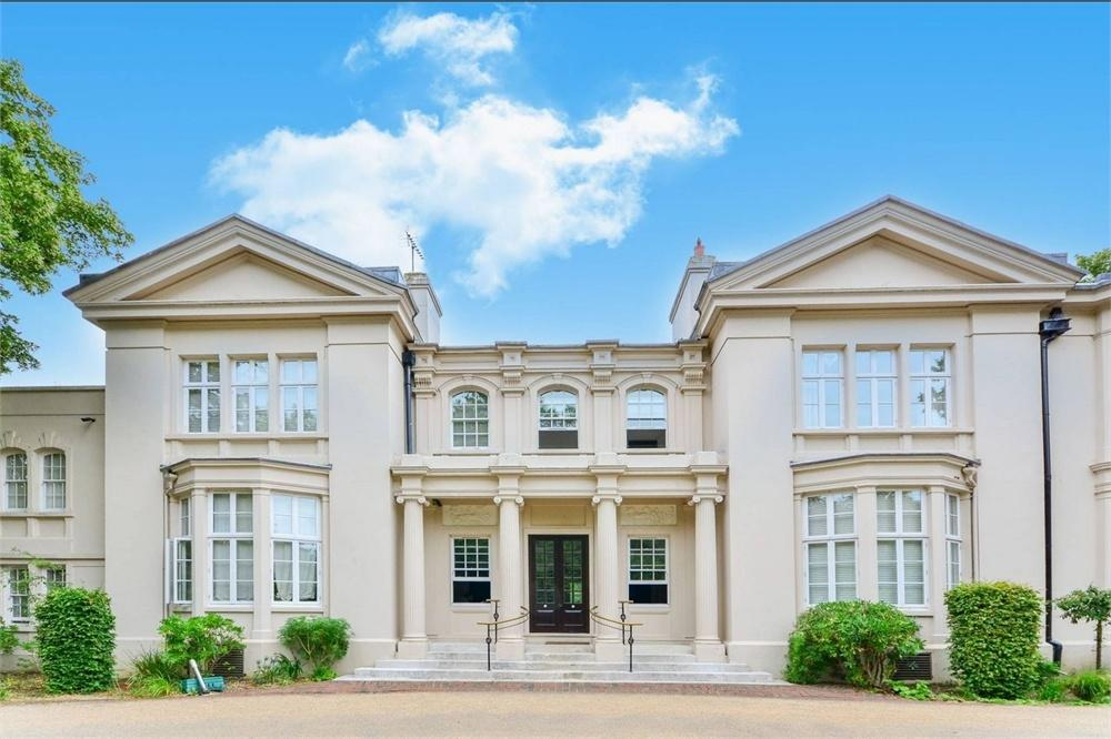 3 Bedrooms Flat for sale in Wimbledon Park Side, London