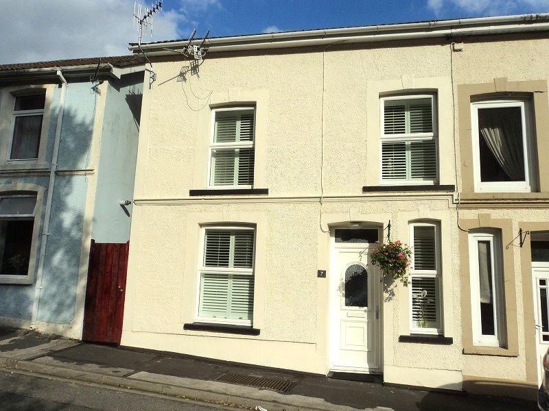 3 Bedrooms Semi Detached House for sale in Vale View Villas, Ogmore Vale, Bridgend. CF32 7DP