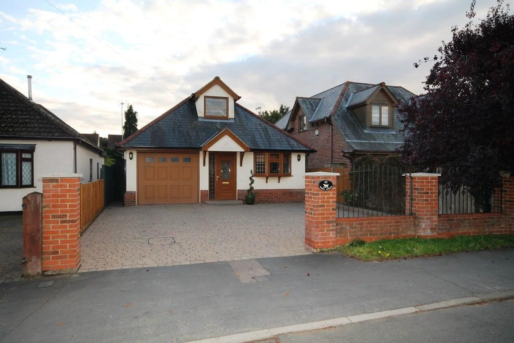 3 Bedrooms Detached House for sale in Priory Avenue, Old Harlow