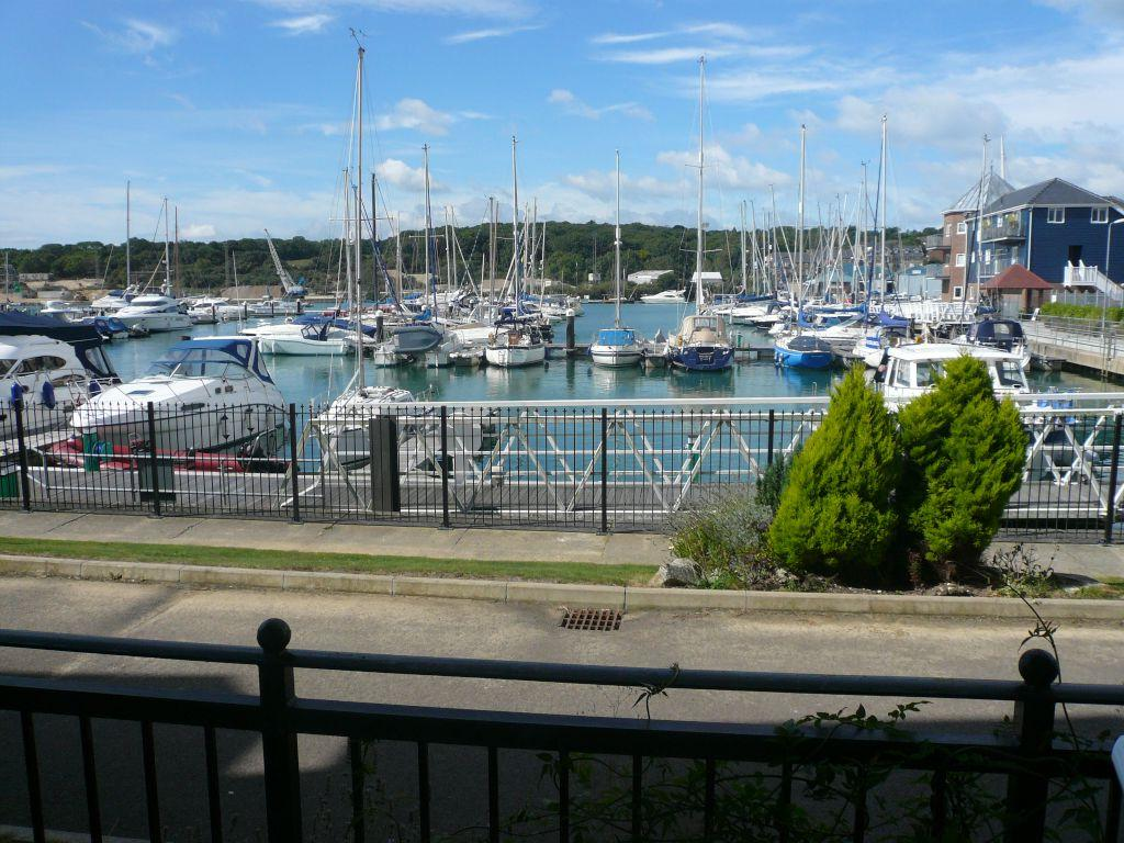 2 Bedrooms Apartment Flat for sale in Medina View, East Cowes