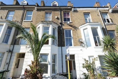 2 bedroom apartment for sale - Vicarage Park, Plumstead