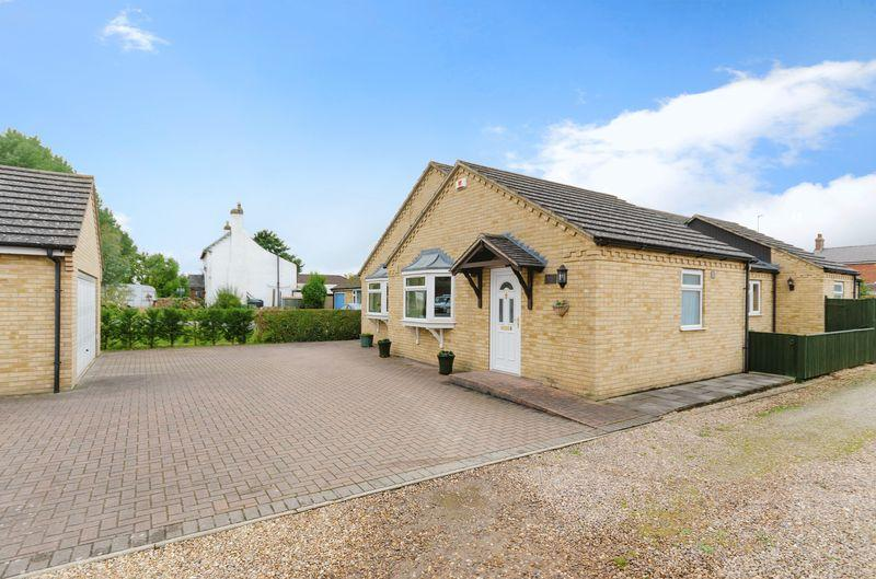 4 Bedrooms Detached Bungalow for sale in Jubilee Holt, Langworth, Lincoln