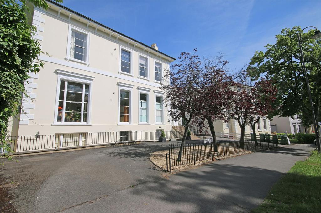 2 Bedrooms Flat for sale in Parabola Road, Cheltenham