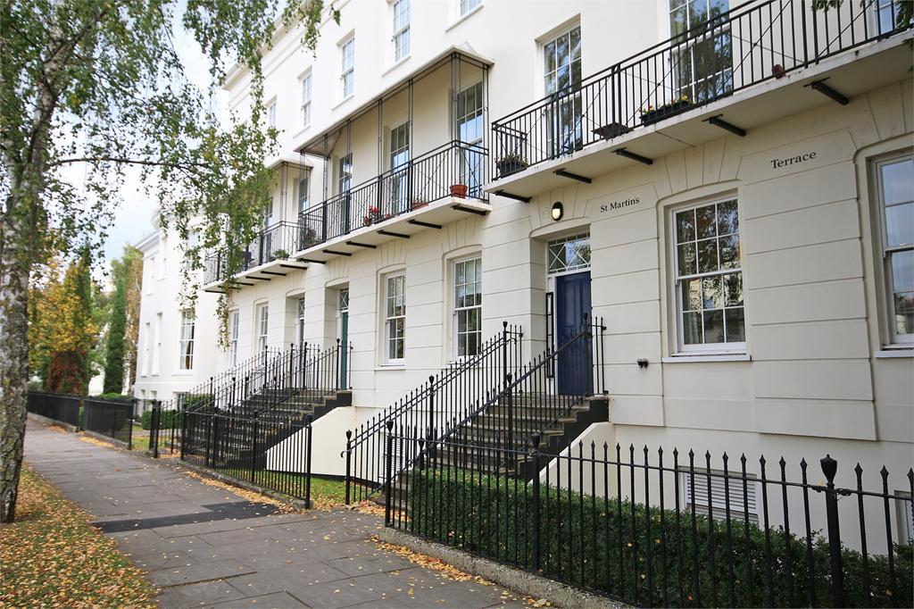 2 Bedrooms Flat for sale in Clarence Square, Cheltenham