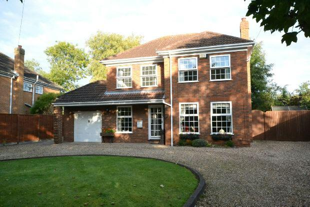 4 Bedrooms Detached House for sale in Grove Lane, Waltham, GRIMSBY