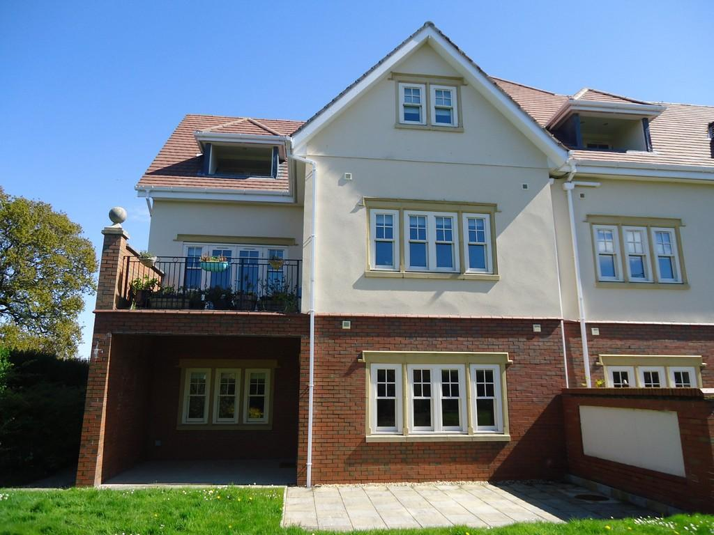 2 Bedrooms Apartment Flat for sale in Walshaw Avenue, Colwyn Bay