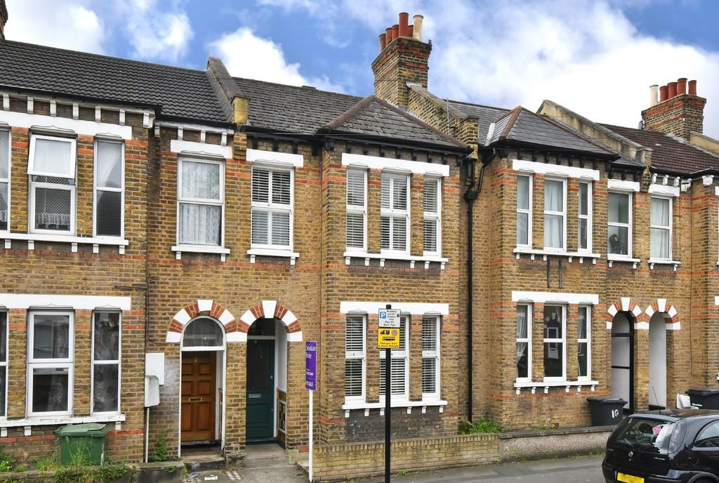 3 Bedrooms Terraced House for sale in Gillian Street, SE13