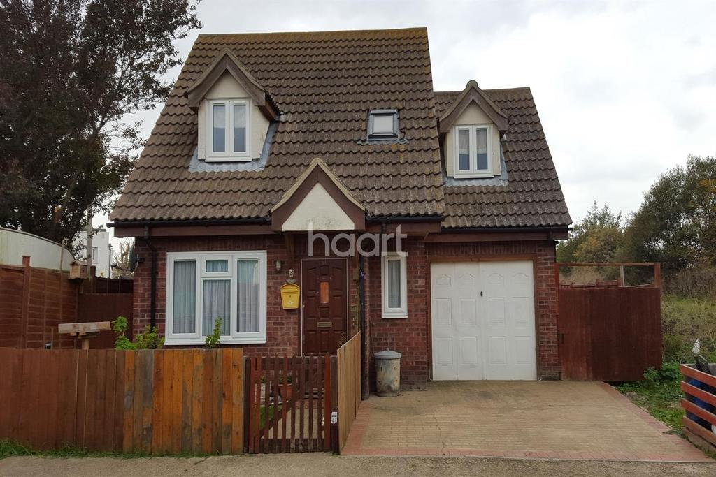 3 Bedrooms Detached House for sale in Jaywick