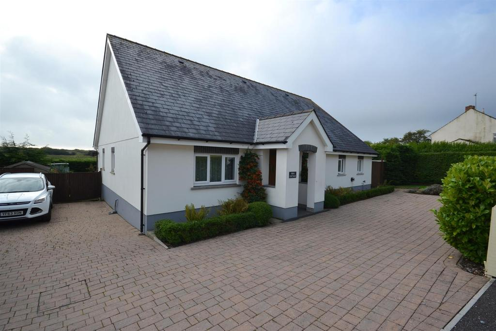 3 Bedrooms Detached Bungalow for sale in Wood End, Pendine, Carmarthen